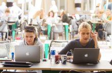 Moterys raginamos rinktis technologijų sektorių