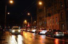 Įspėja vairuotojus: naktį eismą sunkins lijundra ir plikledis