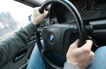 Prie BMW vairo – kelių chamas