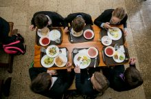 Žadama naujovė mokyklose – valandos pietų pertrauka