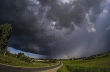 Įspėja: Lietuvoje prognozuojamas smarkus lietus, škvalas, perkūnija