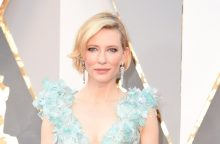 Aktorė C. Blanchett seka A. Jolie pavyzdžiu