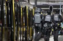 Nyderlanduose per šaudymą tramvajuje žuvo žmogus, šaulys slapstosi