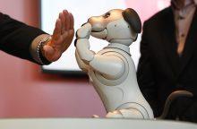 """""""DeepMind"""" vadovas pripažįsta dirbtinio intelekto keliamus pavojus"""