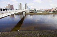 Per plauką nuo tragedijos: nuo tilto virš Neries nukeltas žmogus
