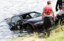 Lazdijų rajone į ežerą įvažiavo automobilis, ištrauktas vairuotojas