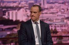 """Buvęs Britanijos """"Brexit"""" sekretorius sukritikavo premjerės planą dėl išstojimo iš ES"""