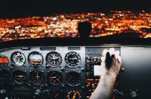 Pilotas praskrido kelionės tikslą: netyčia užmigo lėktuve