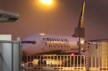"""""""Ryanair"""" įspėja dėl sumažėsiančio pelno"""