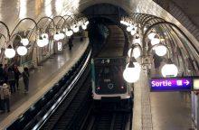 Paryžiaus metropolitene vienas vyras aplietas rūgštimi