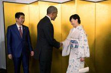 B. Obamos vizitas Hirošimoje kursto debatus dėl istorinių sprendimų