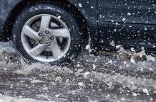 Naktį eismo sąlygos bus prastos: vietomis snigs, formuosis plikledis