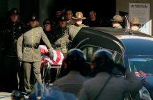 Pareigūnas: Kalifornijos baro šaulys nustojo šaudyti, kad paskelbtų žinutę internete