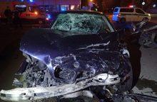 Po dviejų BMW susidūrimo vieno jų vairuotoja atsidūrė medikų rankose