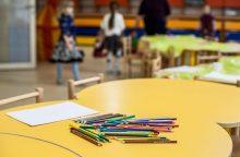 Tėvų skundai nesibaigia: darželio auklėtojos padėjėja įtariama smurtu prieš vaikus