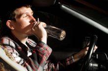 """Stipriai apgirtę vairuotojai nesustabdomi: """"įpūtęs"""" beveik 3,5 promilės kliudė vartus"""