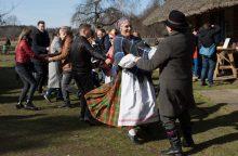 Liaudies buities muziejuje – linksma ir skani Gandrinių šventė