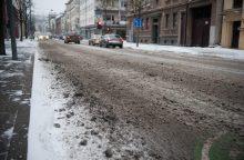 Sniegas Kaune sukėlė vairuotojų pyktį: ar bent viena gatvė nuvalyta?