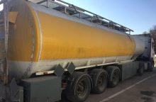 Kriminalistai sulaikė keturis vilkikus su 100 tonų lenkiško nelegalaus kuro