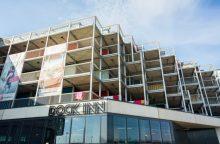 Viešbutis iš jūrinių konteinerių: telpa ir sauna, ir kino teatras