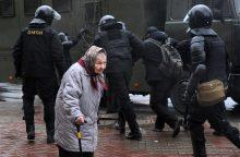 Minske per opozicijos mitingą sulaikyta daugiau kaip 400 dalyvių, daugelis sumušti