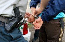 Narkotikus gabenęs vyras įkando policininkui