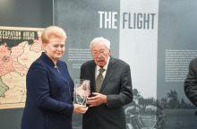 """D. Grybauskaitei įteiktas """"Metų žmogaus"""" apdovanojimas"""