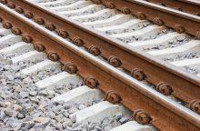 Kazlų Rūdoje traukinys suvažinėjo ant bėgių klūpėjusią moterį