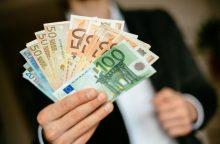 Valstybės tarnautojų išeitinių išmokų priedai sieks 90 proc. atlyginimo?