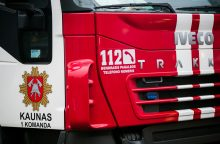 Studentų gatvėje užsiliepsnojusį namą gesino trys ugniagesių ekipažai