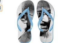 """Naujas """"Amazon"""" skandalas Indijoje – šlepetės su M. Gandhi atvaizdu"""