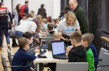 """700 rytojaus Vilniaus kūrėjų prisijungė prie pasaulinės iniciatyvos """"Hour of Code"""""""