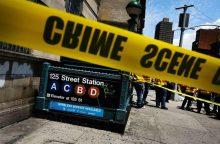 Niujorko metropolitene nuo bėgių nuvažiavo traukinio vagonas