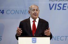 """B. Netanyahu smerkia """"beprotišką"""" ES politiką Izraelio atžvilgiu"""