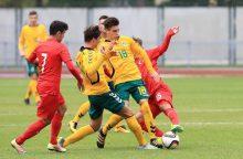 Jaunių futbolo rinktinė lyderių neišsigando