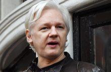 """J. Assange'as bylinėsis su Ekvadoro vyriausybe dėl jo """"pagrindinių teisių"""" suvaržymo"""
