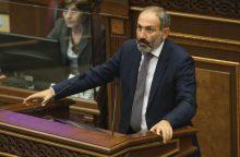 Armėnijos premjeras atsistatydino, kad įvyktų pirmalaikiai rinkimai