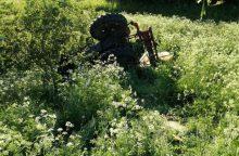 Šakių rajone apvirto neblaivaus vyro vairuojamas traktorius