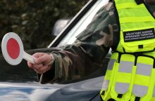 Teisę vairuoti automobilį praradęs latvis VSAT pareigūnams ištiesė klastotę