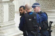 Londone prie parlamento sulaikytas galimas teroristas, greta jo – peiliai <span style=color:red;>(papildyta)</span>