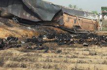 Pakistane užsiliepsnojus benzinvežiui žuvo 148 žmonės, daugybė sužeistų