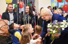 Prezidentūros kiemelyje – įsivaikinusių ir globojančių šeimų susitikimas