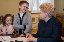 Prezidentė ir jos patarėjai savo darbo vietas užleido vaikams