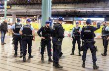 Policininkai Amsterdamo oro uoste šovė į peiliu ginkluotą vyrą