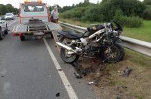 Avarijoje sunkiai susižalojo teisių neturintis motociklininkas