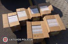 Sulaikyta 3 tūkst. pakelių nelegalių cigarečių gabenusi mergina